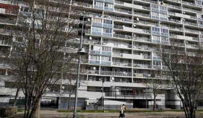 Dzieci więzione od urodzenia w mieszkaniu w Paryżu