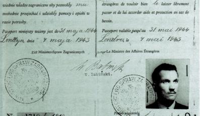 Paszport dyplomatyczny Jana Karskiego, wystawiony 4 maja 1943 r. w Londynie i podpisany przez zastepcę sekretarza generalnego Ministerstwa Spraw Zagranicznych Wacława Babińskiego