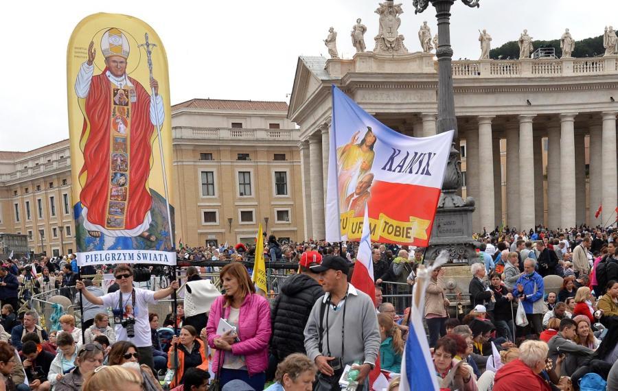 Wierni na Placu św. Piotra
