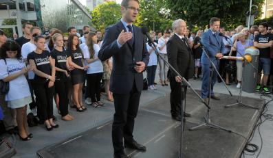 Tomasz Poręba, Jarosław Kaczyński i Adam Hofman na spotkaniu w Rzeszowie / zdjęcie z profilu Prawa i Sprawiedliwości