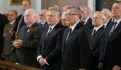 Lech Wałęsa, Aleksander Kwaśniewski i Bronisław Komorowski na mszy pogrzebowej za generała Wojciecha Jaruzelskiego