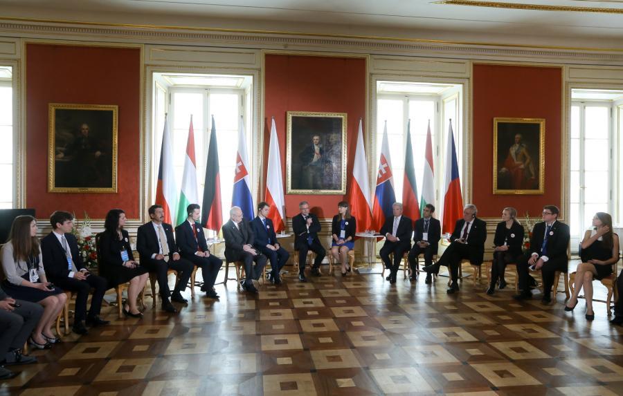 Debata prezydentów z młodzieżą na Zamku Królewskim