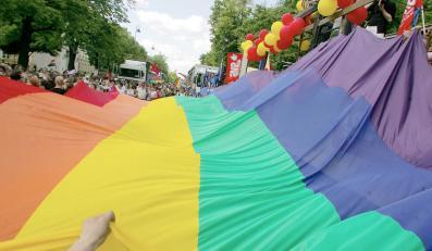 Polscy posłowie bronią gejów i lesbijek