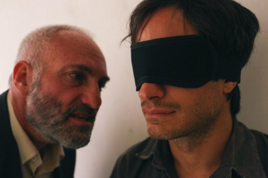 Kim Bodnia i Gael García Bernal w \