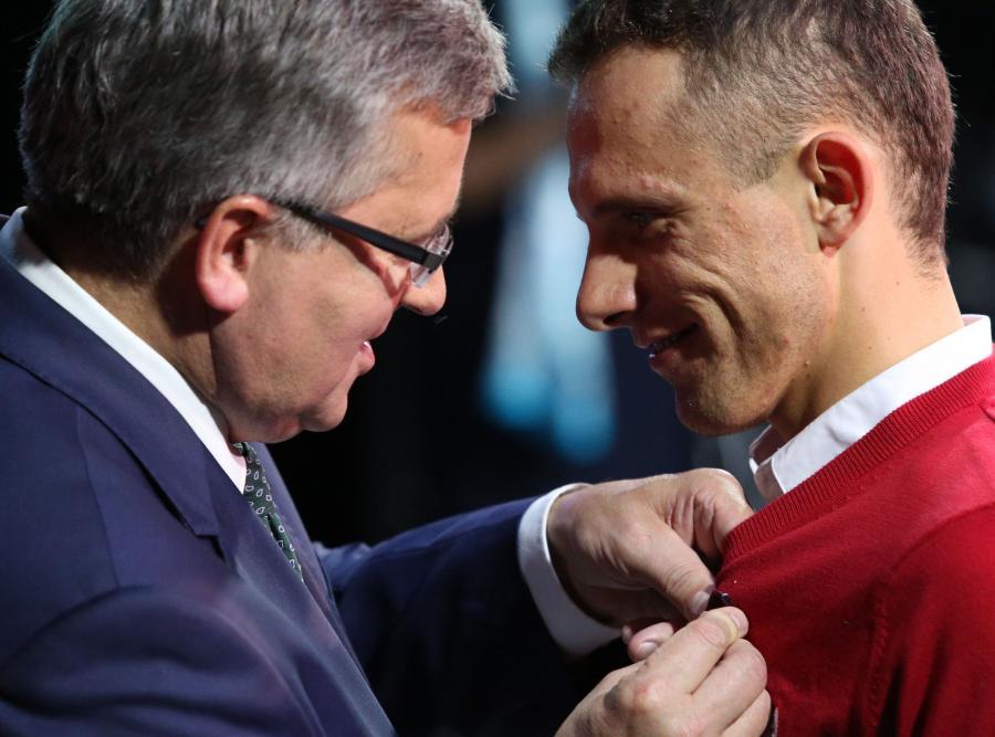 Michał Kwiatkowski i Rafał Majka odznaczeni przez Bronisława Komorowskiego. ZDJĘCIA
