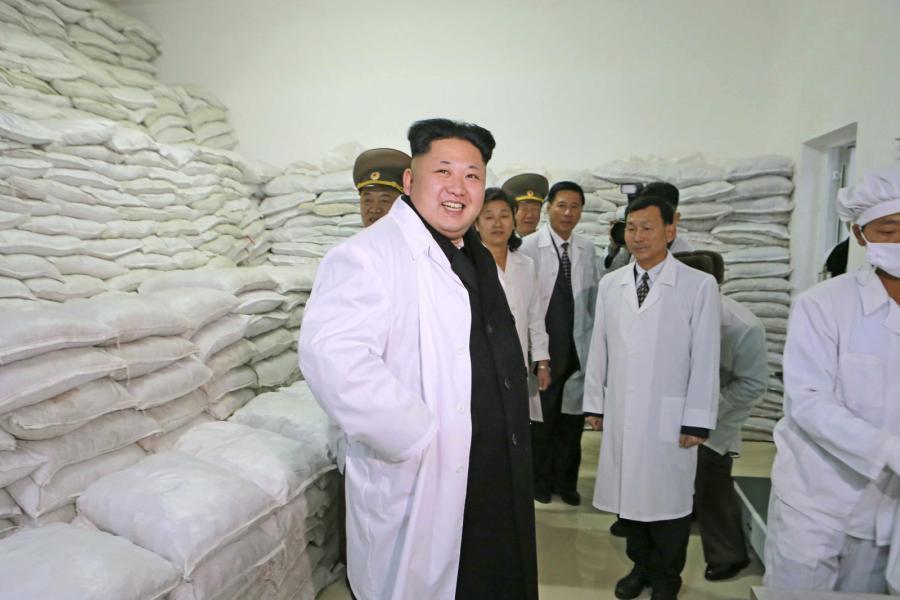 Kim Dzong Un w zakładzie produkującym żywność na potrzeby wojska