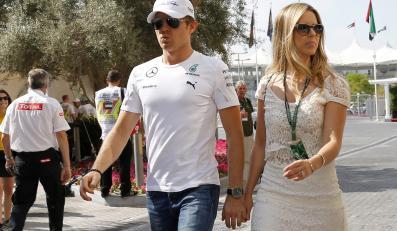 Nico Rosberg na Grand Prix do Abu Dhabi zabrał piękną dziewczynę i... piłkę