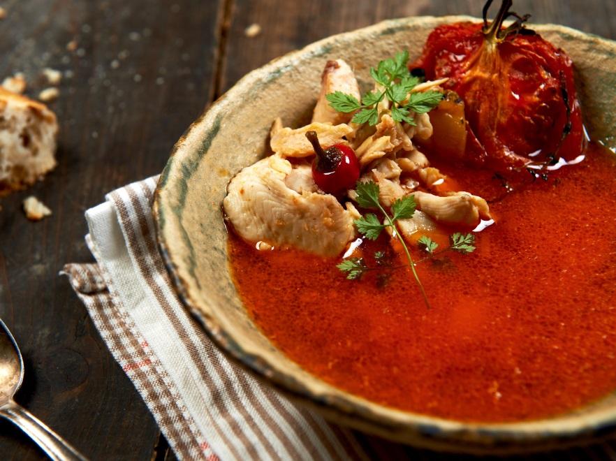 Zupa rybna z Tabasco pomidorami i imbirem