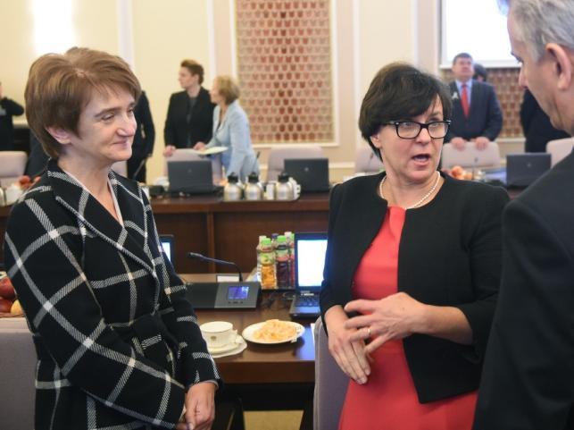 Maria Wasiak i Joanna Kluzik-Rostkowska - minister edukacji narodowej (po prawej)