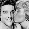 Miley Cyrus całuje króla Elvisa