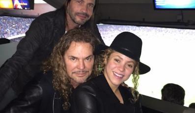 Shakira z rockową grupą Maná