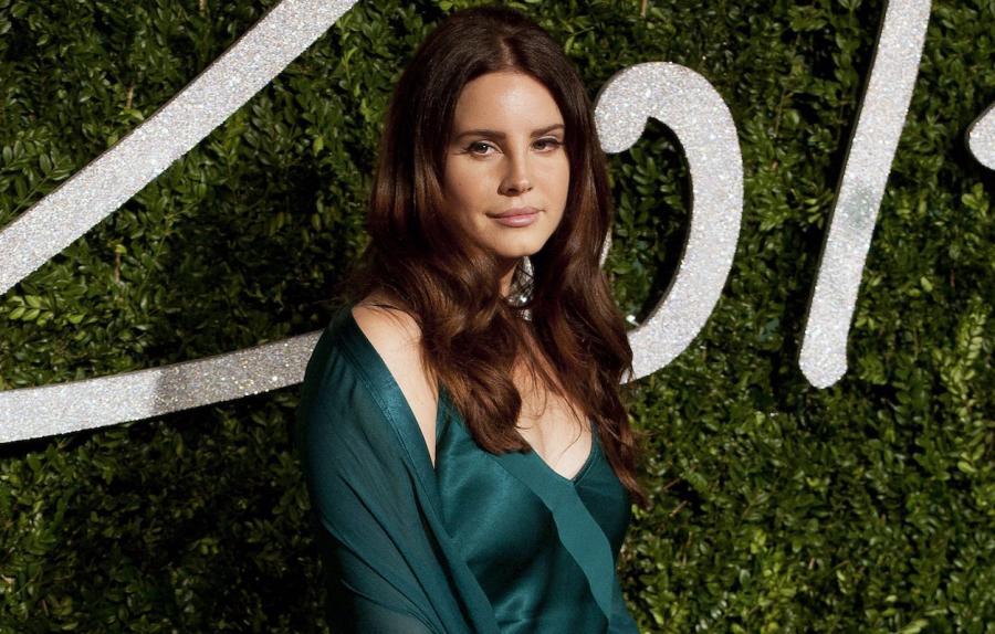 Lana Del Rey na potrzeby soundtracku przygotowała numer tytułowy oraz \
