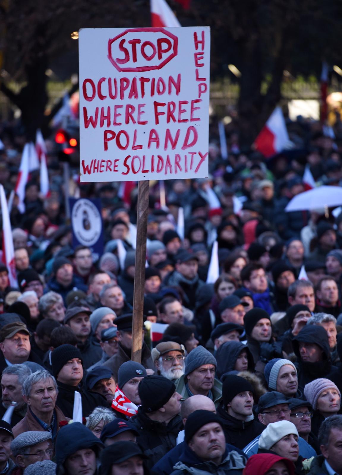 Marsz zorganizowany przez PiS w Warszawie