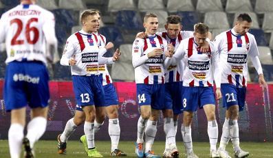 Piłkarze Podbeskidzia Bielsko Biała cieszą się z gola podczas meczu polskiej Ekstraklasy z Zawiszą Bydgoszcz