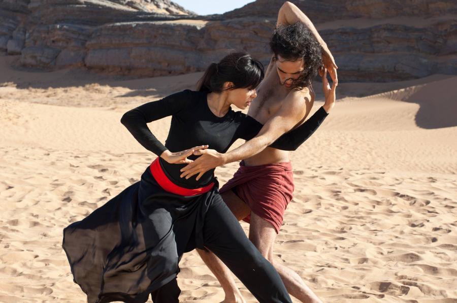 Freida Pinto tańczy z Reece\'em Ritchiem