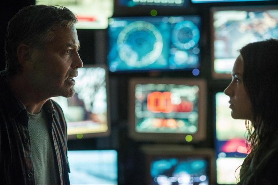 George Clooney i Britt Robertson w filmie \