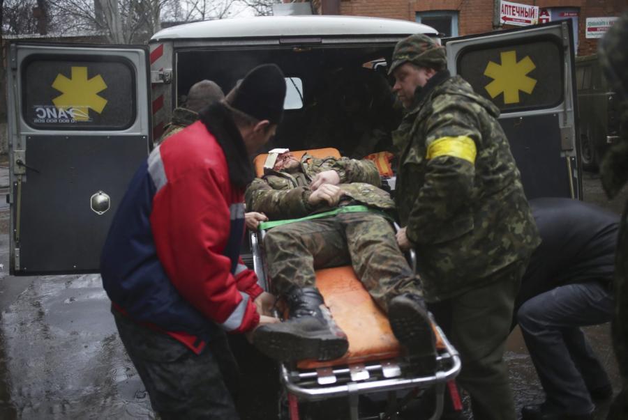 Ranny żołnierz ukraińskiej armii w Doniecku