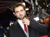 """Robert Pattinson zupełnie inny niż w """"Zmierzchu"""" [ZDJĘCIA]"""