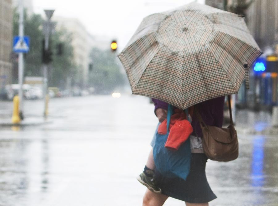 Potrzebne parasolki. Znowu będzie lać