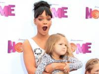 Rihanna i Jennifer Lopez z dzieciakami na kosmicznej premierze [ZDJĘCIA]
