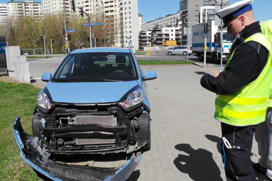 Kia picanto po kolizji z BMW X5, którym kierował Bogusław Wołoszański