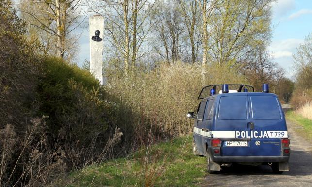 Pomnik radzieckiego kata Armii Krajowej zdewastowany. ZDJĘCIA
