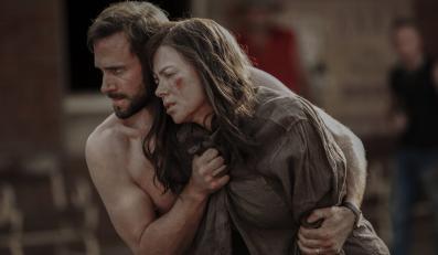 "Nicole Kidman i Joseph Fiennes w filmie ""Strangerland"""