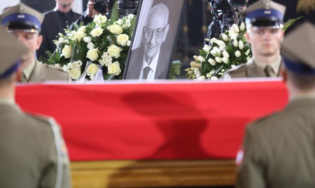 Pogrzeb Władysława Bartoszewskiego. Profesora żegnali Tusk, Kopacz, Wałęsa... ZOBACZ ZDJĘCIA