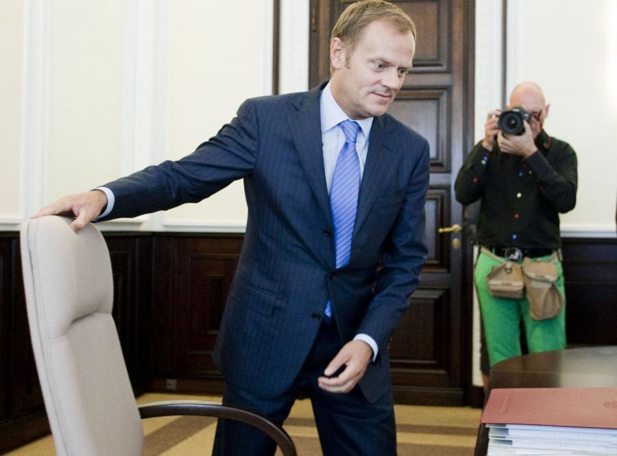 Premier Tusk zwolni tysiące urzędników