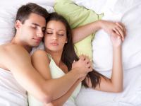 TO się dzieje w naszych łóżkach! Sypialniane zwyczaje Polaków