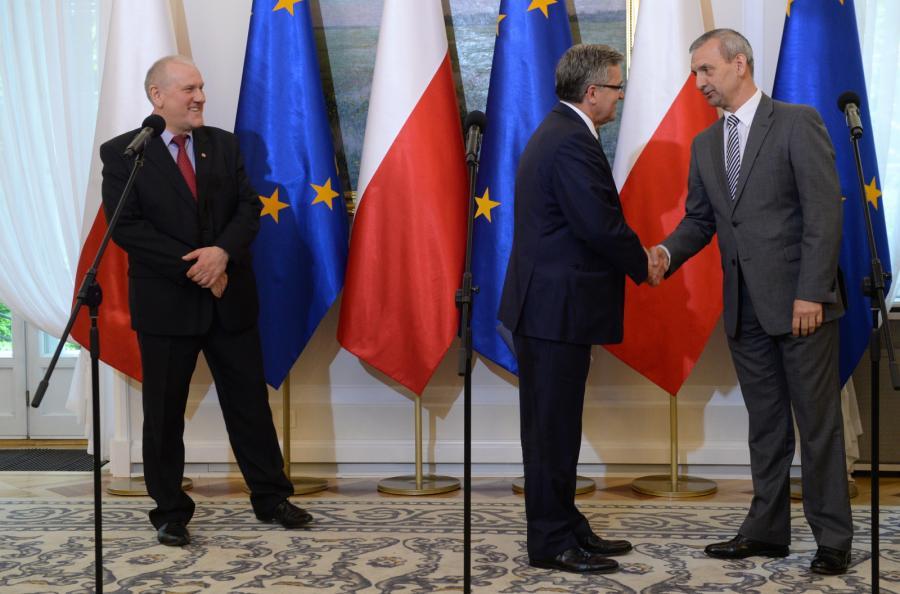 Przewodniczący OPZZ Jan Guz, prezydent Bronisław Komorowski, prezes ZNP Sławomir Broniarz podczas konferencji prasowej po spotkaniu prezydenta z przedstawicielami OPZZ i ZNP