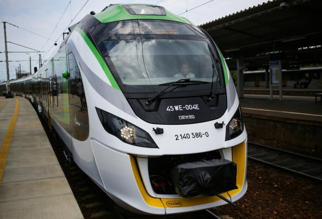 Prezentacja pociągu. Uroczyste przekazanie pierwszych elektrycznych zespołów trakcyjnych serii 45 WE Impuls