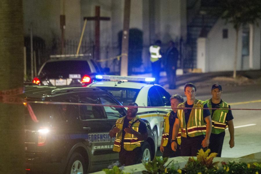 Policja przed kościołem, w którym doszło do strzelaniny