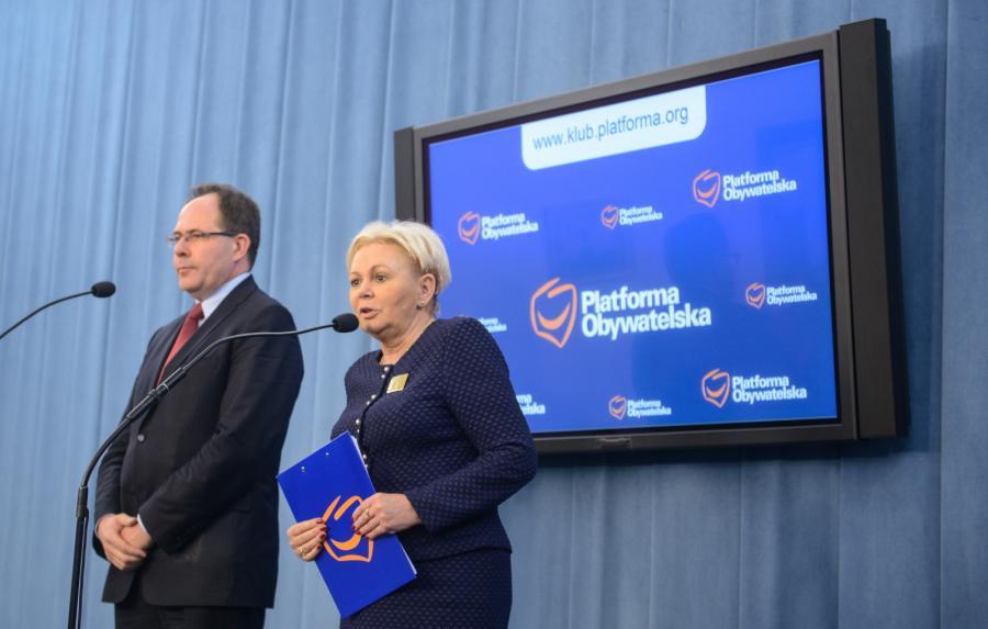 Jacek Brzezinka i Krystyna Skowrońska prezentują propozycję Platformy Obywatelskiej ws. kredytów we frankach