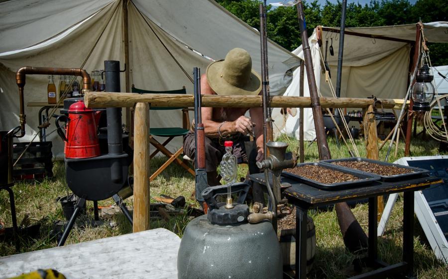 Bimbrownik produkuje bimber