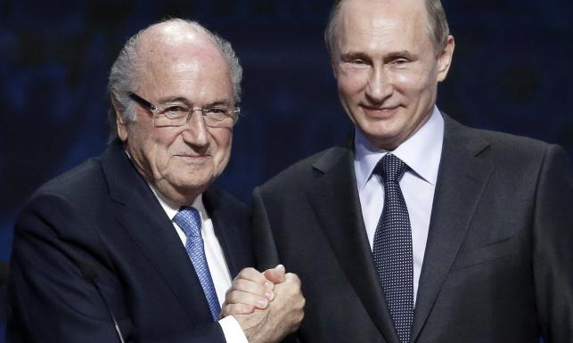 Blatter i Putin zacieśniają swoje relacje. Kwitnie miłość szefa FIFA i prezydenta Rosji. ZDJĘCIA