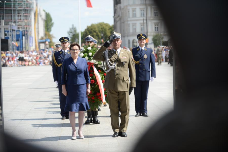 Ewa Kopacz przed Grobem Nieznanego Żołnierza
