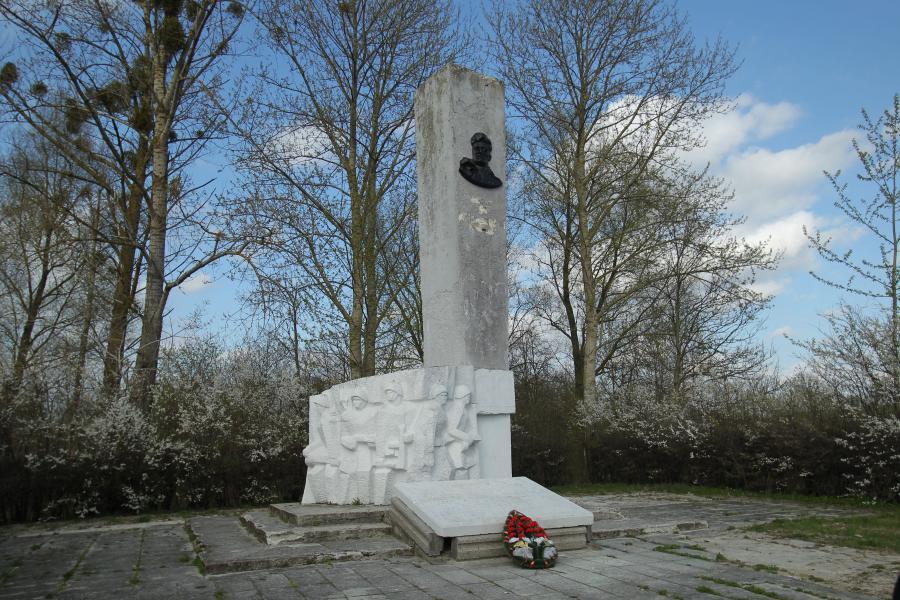 Pomnik \
