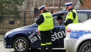 Policja zagląda do twojego samochodu! Oto nowy obowiązek