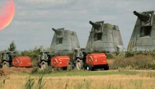 """""""Wojny traktorów – Mroczne widły"""" nowym hitem internetu"""