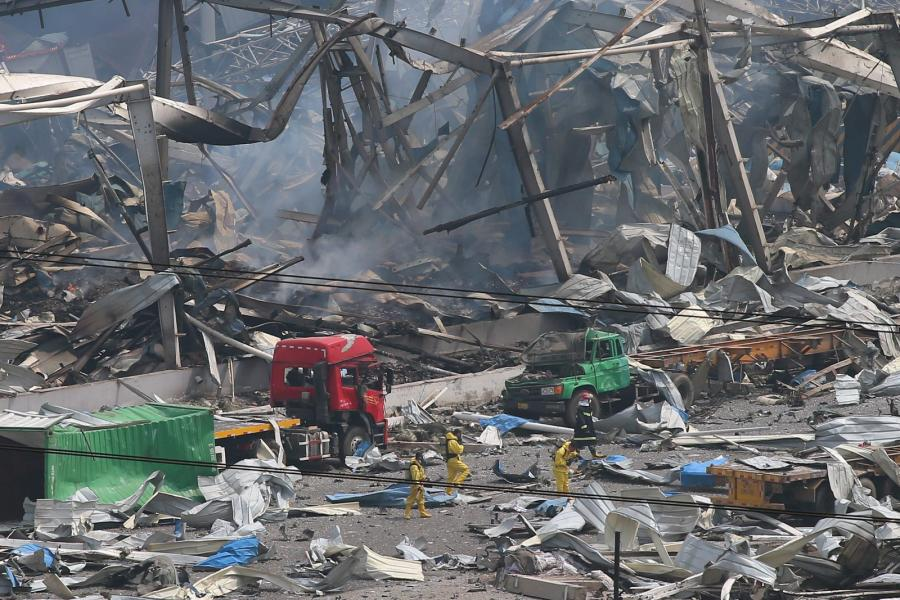 Ratownicy przeszukują gruzy po eksplozji