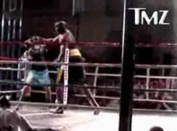Zobacz, jak Shaq walczy z de la Hoyą