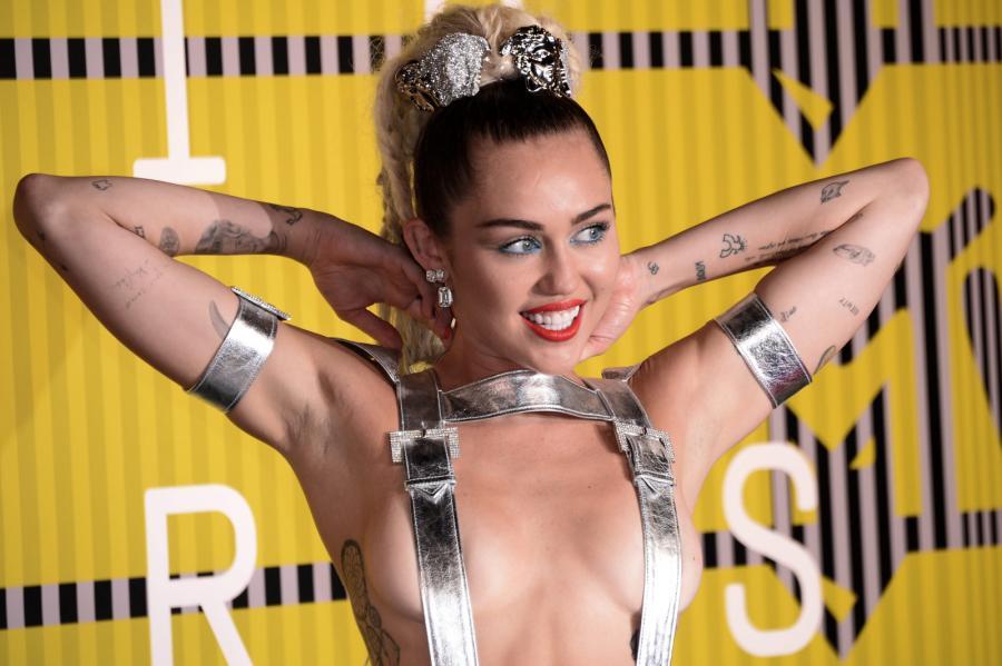 Katolicy obrażeni na Miley Cyrus