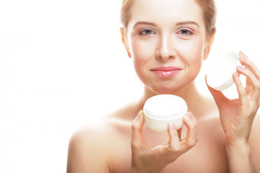 2. Tłustej skóry się nie nawilża