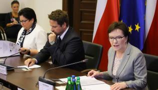 Posiedzenie Rządowego Zespołu Zarządzania Kryzysowego w sprawie imigrantów. Na zdjęciu m.in. Ewa Kopacz i Teresa Piotrowska