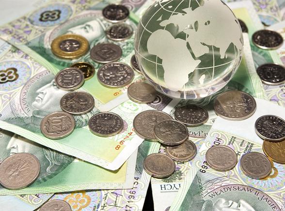 Polska gospodarka wychodzi na plus