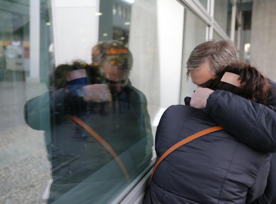 Rodziny pasażerów tragicznego lotu na lotnisku w Sankt Petersburgu