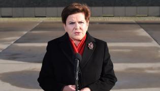 Premier Beata Szydło na lotnisku wojskowym w Warszawie