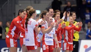 Zawodniczki reprezentacji Polski po wygranym meczu z Angolą 29:27 w meczu grupy B mistrzostw świata piłkarek ręcznych w duńskim Naestved