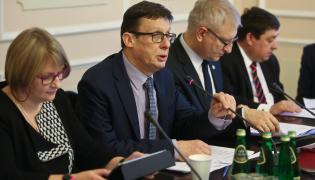 Przewodniczący komisji, poseł PiS Marek Ast oraz zastępcy przewodniczącego, posłowie PiS Barbara Bartuś i Stanisław Pięta